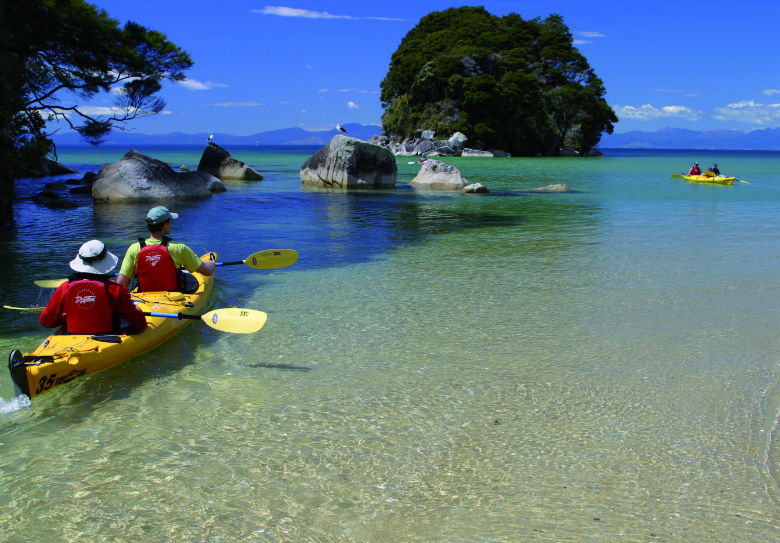 Kayaking Able Tasman National Park