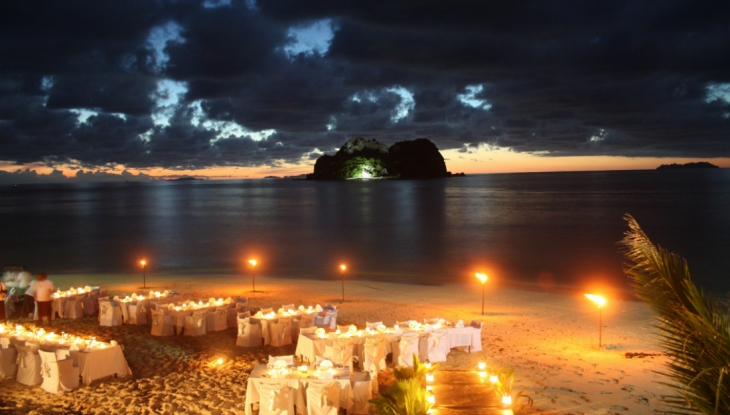 Vomo Island Resort, Fiji, dinner on beach