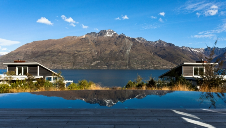 Matakauri Lodge Queenstown, pool with view to Cecil Peak