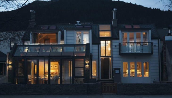 Eichardts Lakefront Apartments, Queenstown