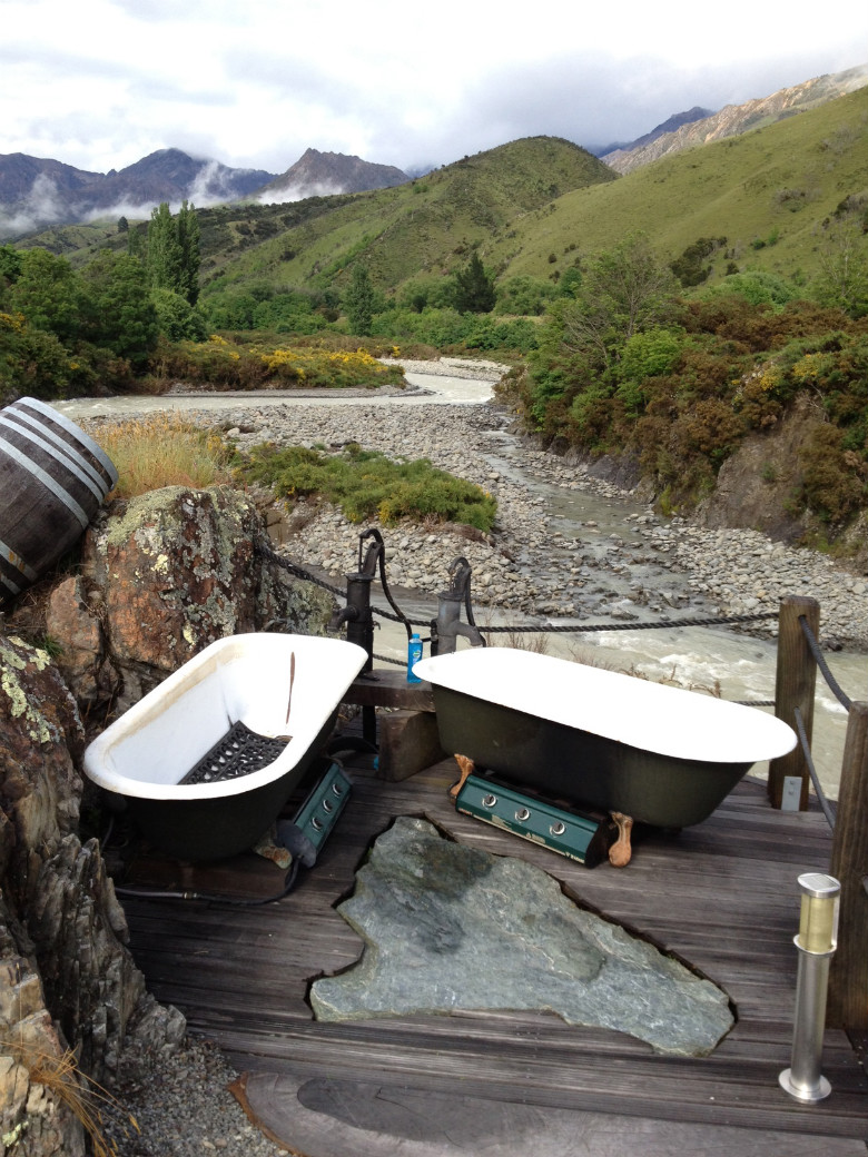 Hot outdoor baths at Spray Point Station