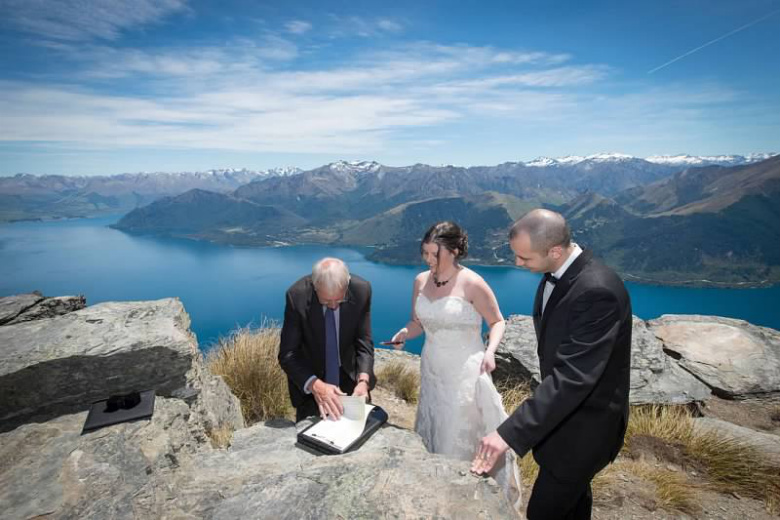 Frank and Aileen heli-wedding, Queenstown, New Zealand with celebrant