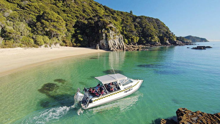 Water taxi in Abel Tasman