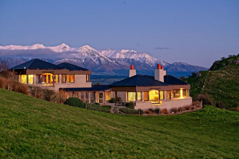 Cabot Lodge with the Southern Alps behind