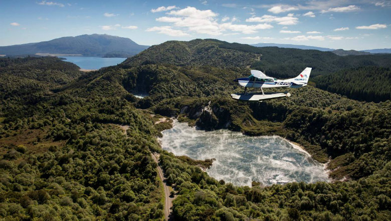 Flying above Rotorua's geothermal areas in a float plane
