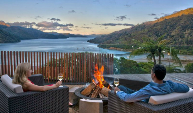 Honeymoons and romantic getaways in new zealand for Spa weekend getaways for couples