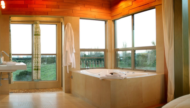 Kaikoura Lodge treehouse bathroom
