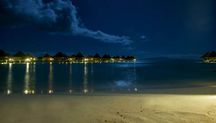 Intercontinental Le Moana Resort Bora Bora, full moon
